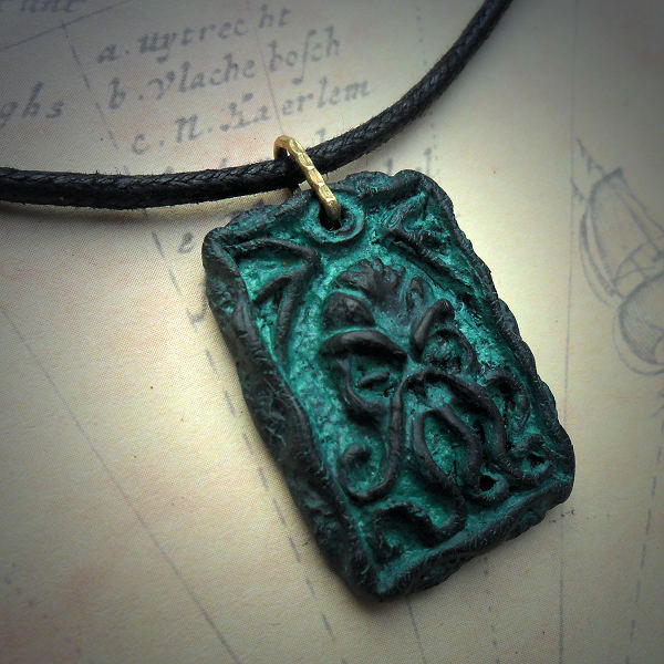 Cthulhu Tablet Necklace (sea…