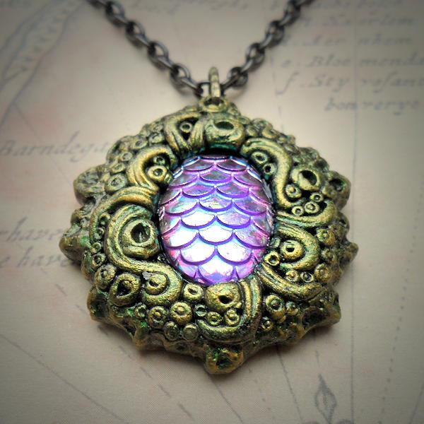 Aquatica Necklace (green gold)