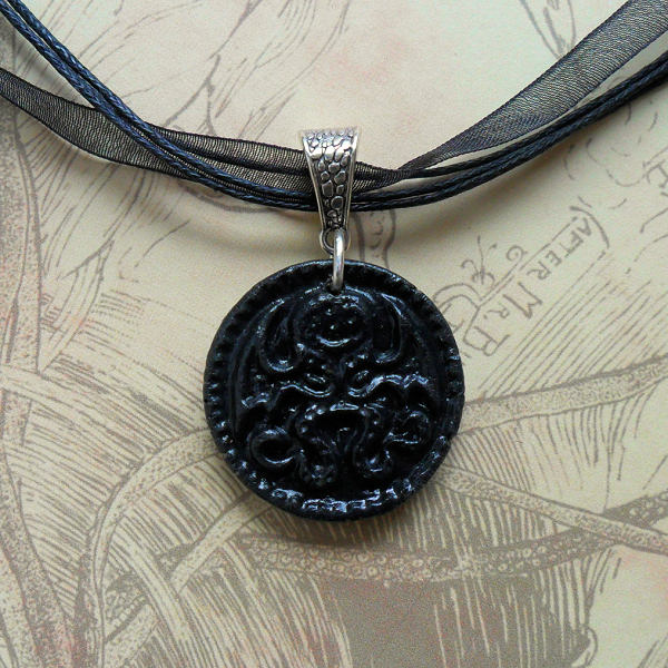 Cthulhu Medallion Necklace (black)
