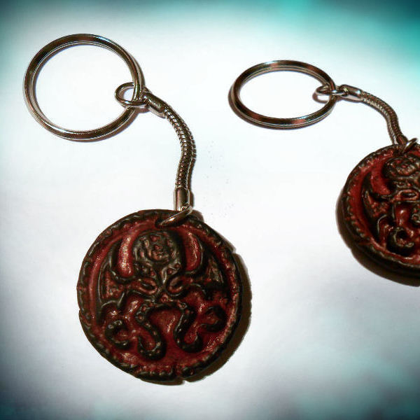 Cthulhu Medallion Keyring (red)