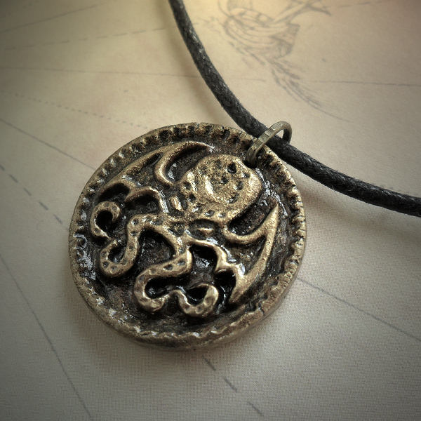 Cthulhu Medallion Necklace (antique brass)