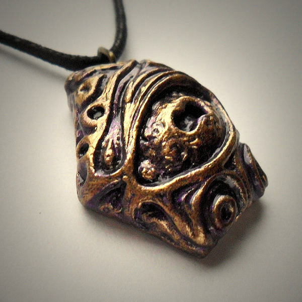Nyarlathotep Necklace (Purple Gold)