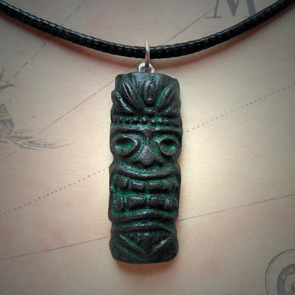 Tiki Mask Necklace (iron)